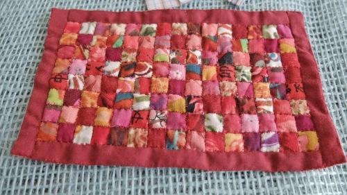 Tæppe i røde farver