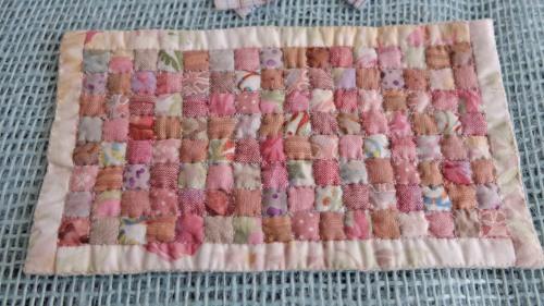 Tæppe i rosa farver